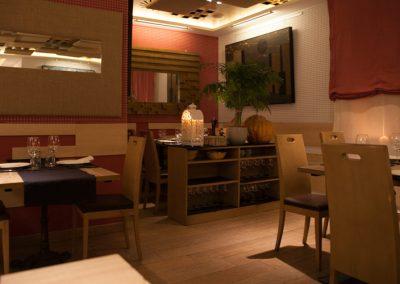 Mesas en la sala del Restaurante Vinoteca García de la Navarra