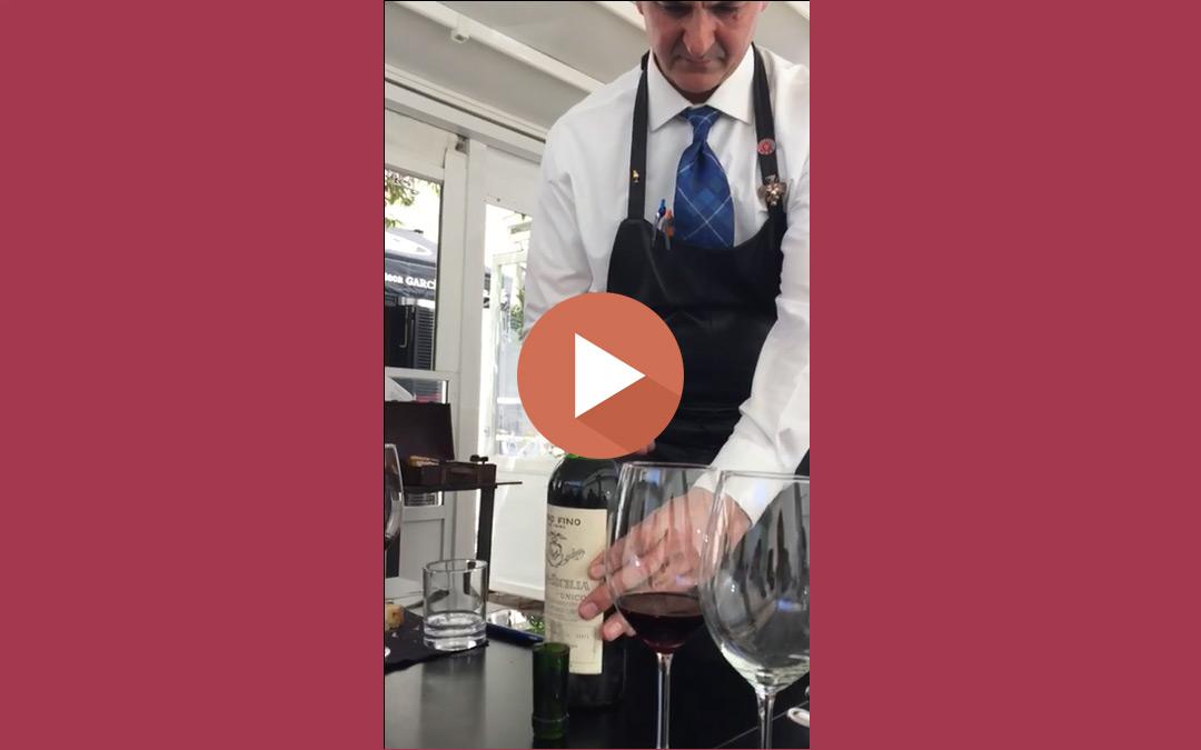 Degollando una botella de Vega Sicilia